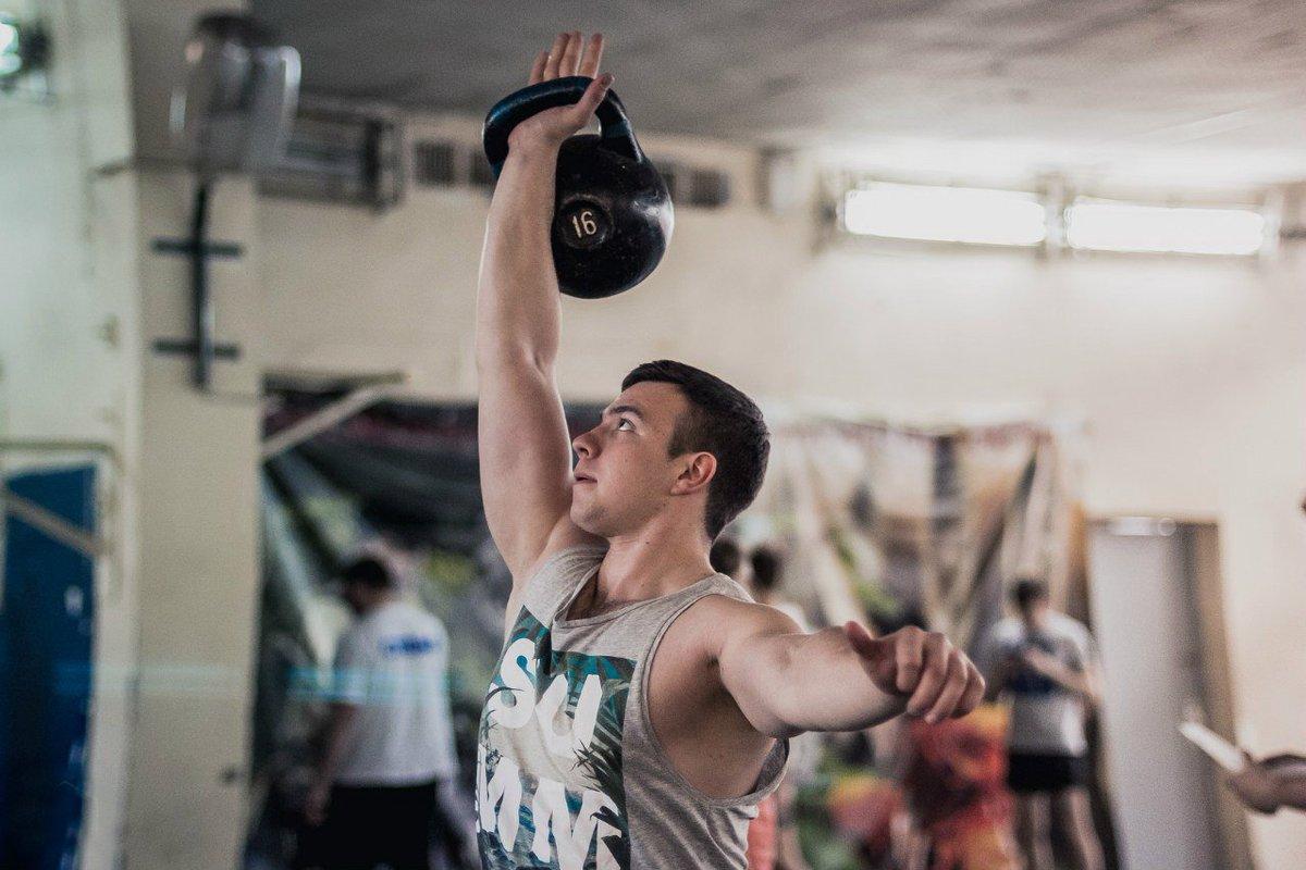 Упражнения с гирей