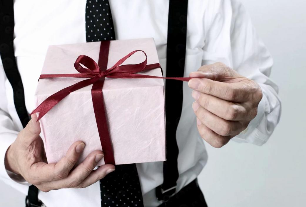 Что подарить начальнику мужчине